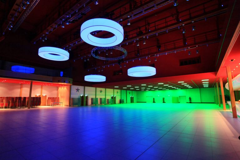 LED CIRCLE Pendelleuchten mit multicolor LED im Casino 2000 Luxemburg