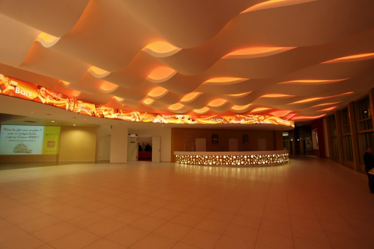 LED LINES Voutenbeleuchtung mit multicolor LED im Eingansbereich des Casino 2000 Luxemburg
