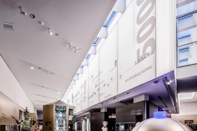 LED SHUTTLE Lichtwände mit Spanntuch im Centre Charlemagne Aachen - Museum Katchhof