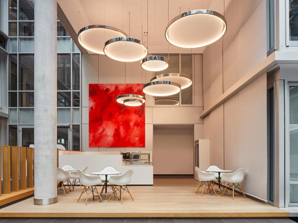 Atrium Plaza Frankfurt. LED Ring Pendelleuchten mit Tunable White LED-Technik von ENDLIGHT Lichtobjekte GmbH