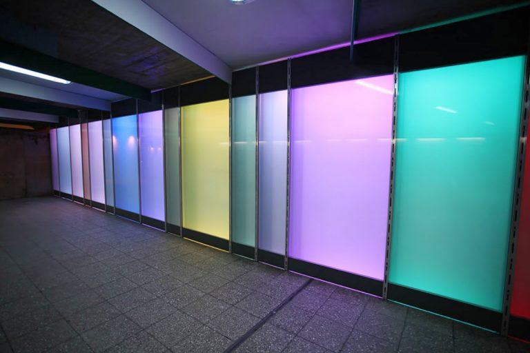 LED Lichtwände mit multicolor Beleuchtung am Rathausplatz U-Bahn in Essen - EVAG Essen