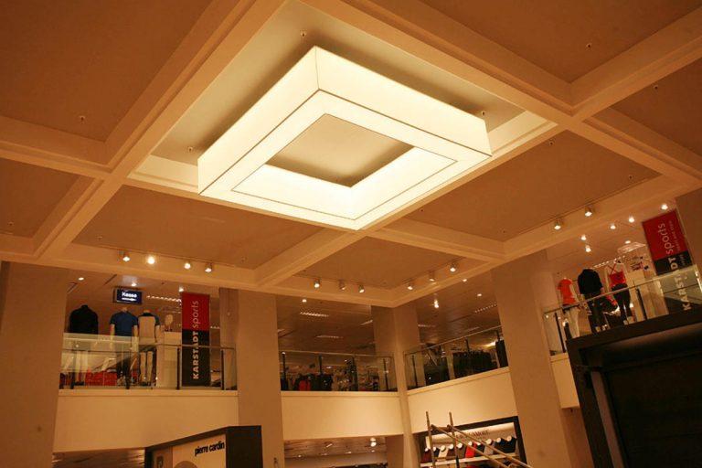 Grosse Pendelleuchte mit Tunable White LED-Technik im Karstadt Bamberg