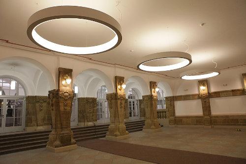 LED RING Pendelleuchte Ringleuchte Rathaus Kassel