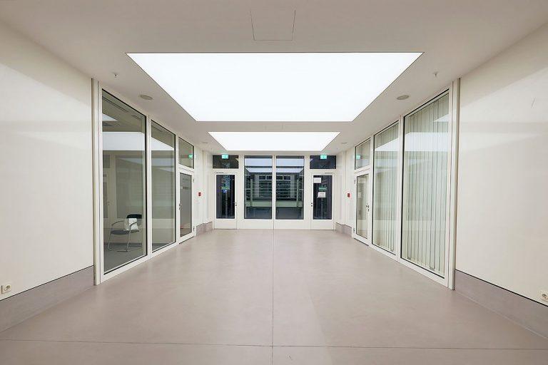 LED SHUTTLE Lichtdecken mit Spanntuch und Tunable White LED-Technik im Atrium Plaza Frankfurt - ENDLIGHT Lichtobjekte GmbH