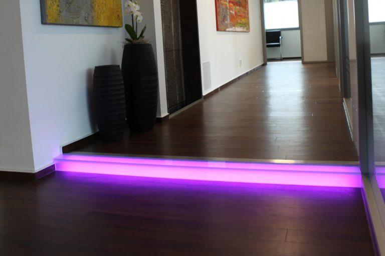 LED Lichtleisten Stufenbeleuchtung Acryl RGB Multicolor im Prävent Centrum Dortmund