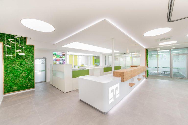 LED SHUTTLE Lichtdecken und Lichtsysteme in der Raiffeisenbank Seestermühe - ENDLIGHT Lichtobjekte GmbH