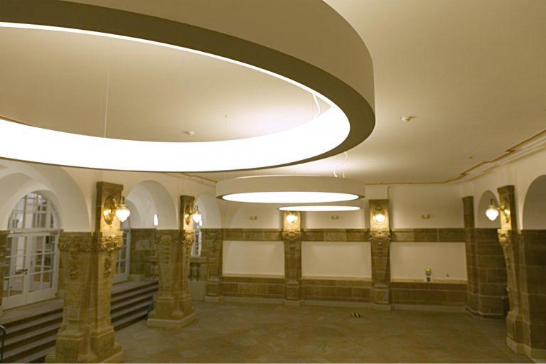 LED RING Pendelleuchte mit Tunable White LED-Technik im Rathaus Kassel
