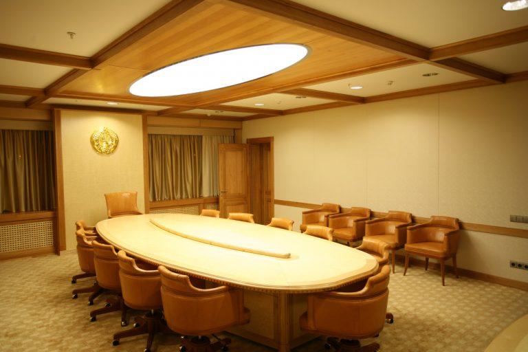 Konferenz-Lichtsystem in Sonderform in der Staatsbibliothek Minsk